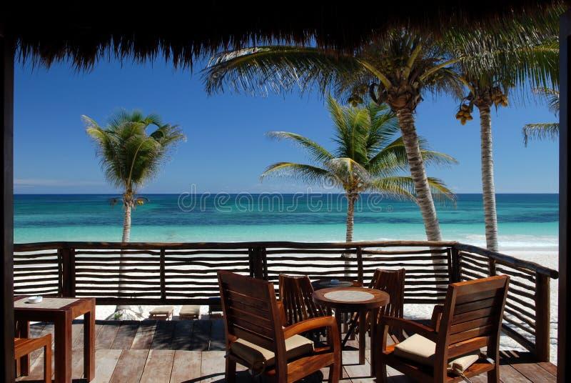 Pátio tropical da praia fotos de stock royalty free