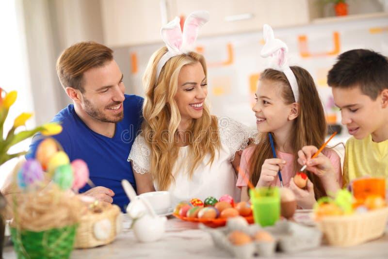 Pâques dans la famille images libres de droits