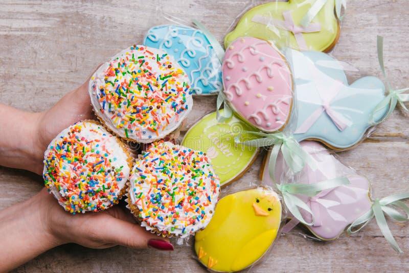 Pâques durcit la nourriture traditionnelle de biscuits de pain d'épice photographie stock