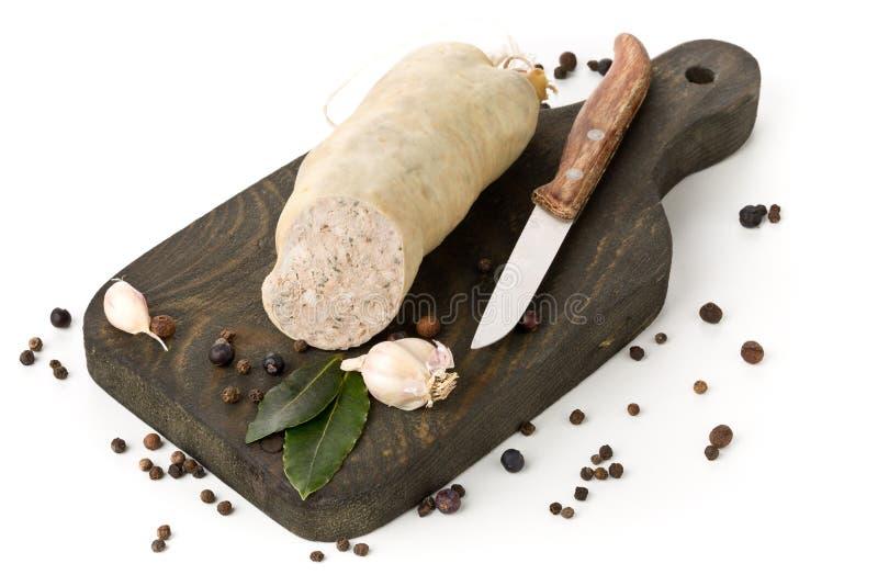 Pâté de foie allemand Leberwurst de spécialité avec des épices sur b en bois photographie stock libre de droits
