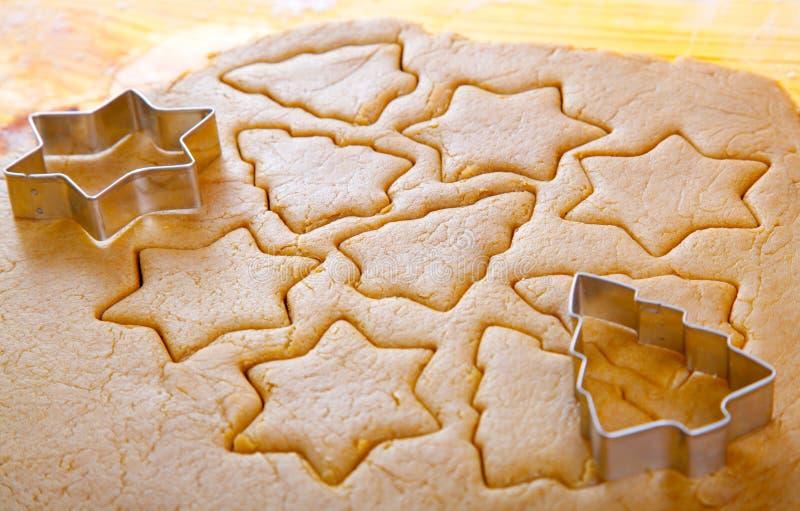 Pâte de biscuits de découpage image stock
