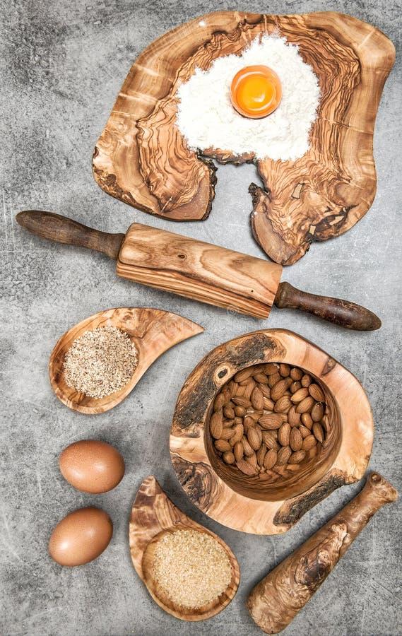 Pâte de farine d'épices d'ingrédients Configuration d'appartement de table de cuisine photo libre de droits