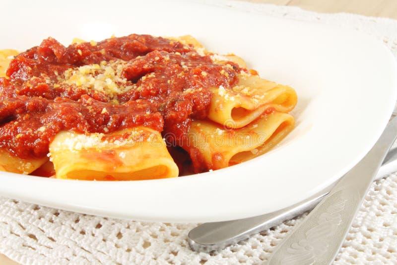 Pâtes avec de la sauce à viande de tomate photo libre de droits