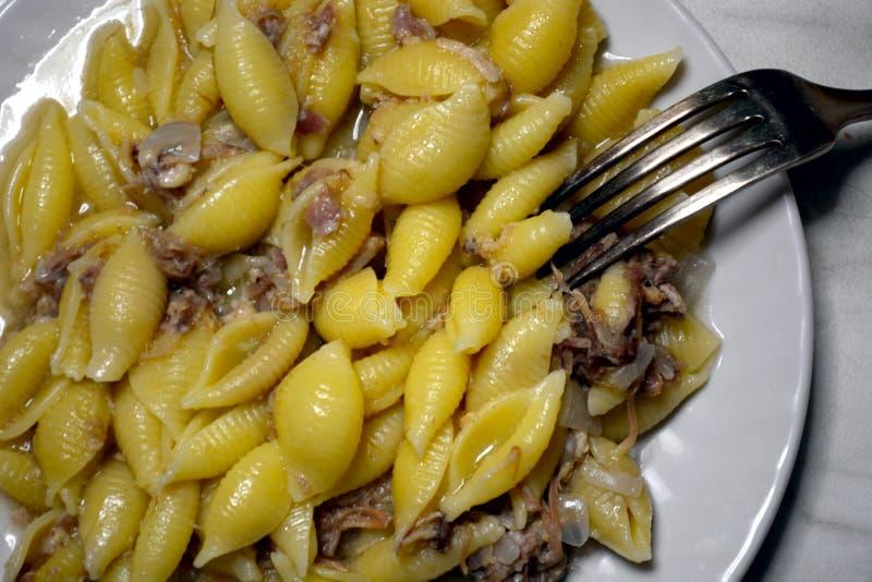 Pâtes avec de la viande images stock