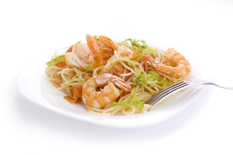 Pâtes avec des crevettes photos stock