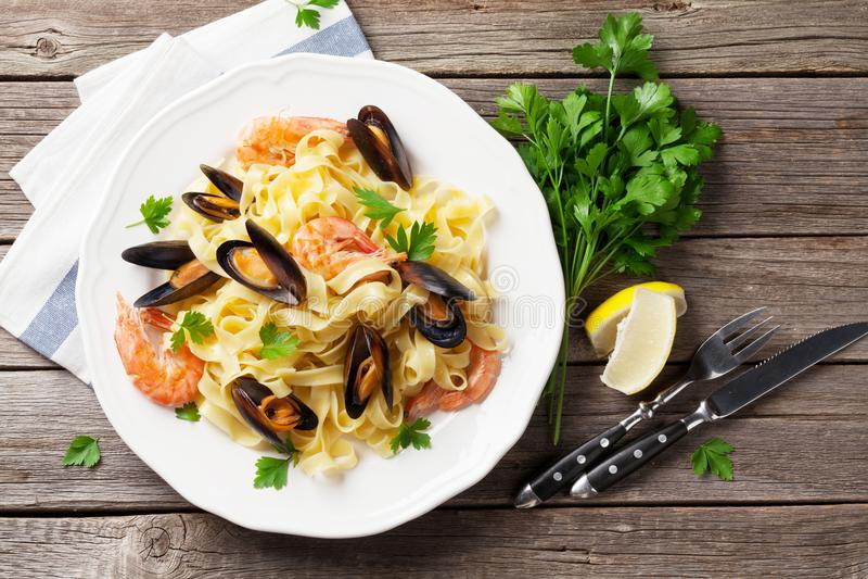 Pâtes avec des fruits de mer photo stock