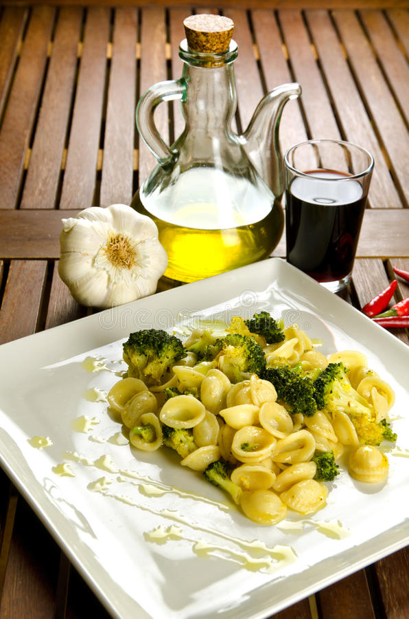 Pâtes avec le broccoli photo libre de droits