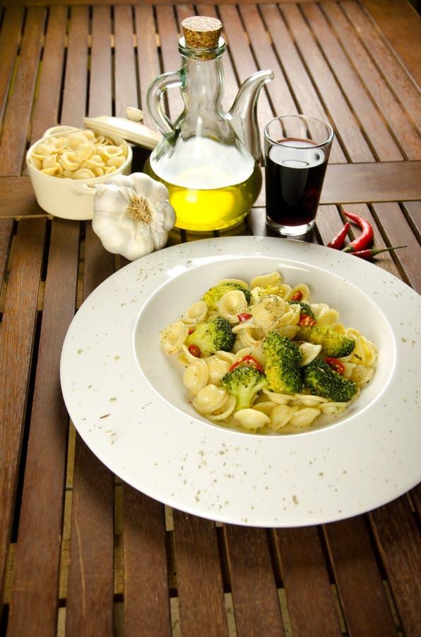 Pâtes avec le broccoli photo stock