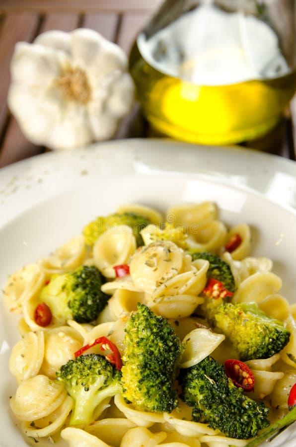Pâtes avec le broccoli photographie stock libre de droits