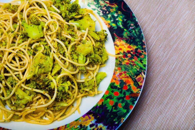 Pâtes avec le broccoli images stock