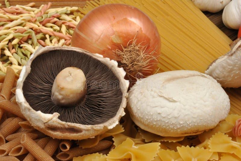 pâtes avec le champignon de couche organique photos libres de droits