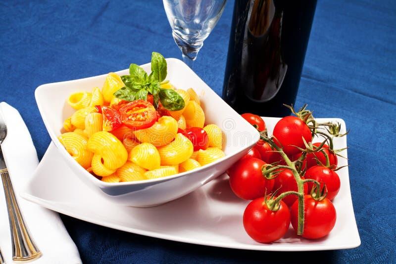 Pâtes Avec Les Tomates Fraîches Images stock