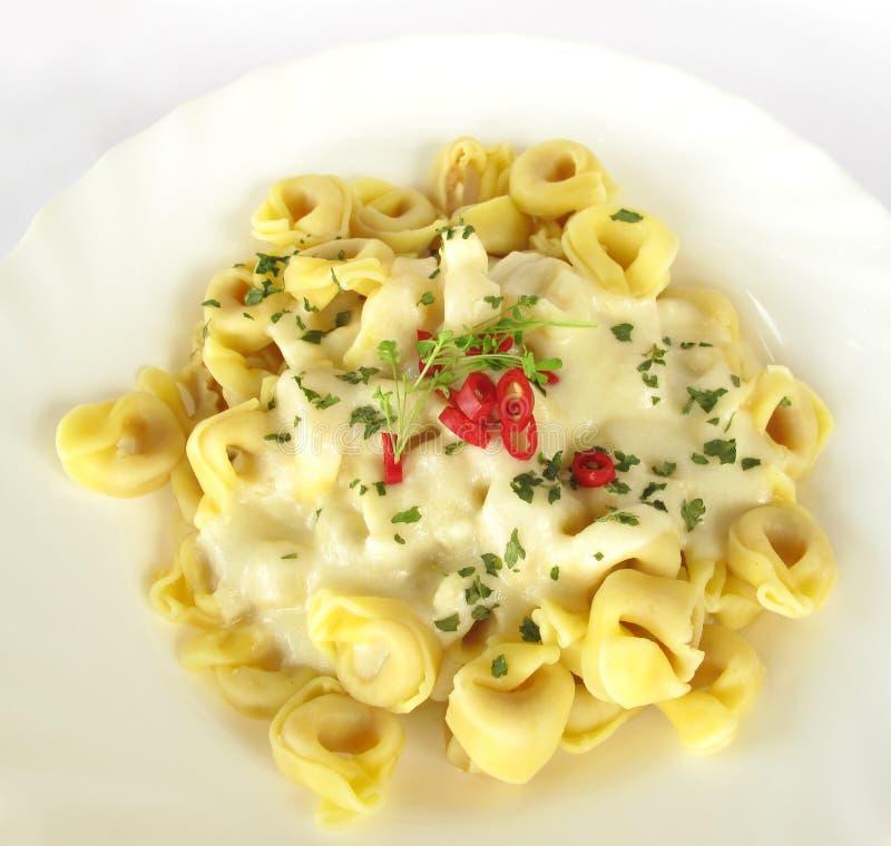 Pâtes bourrées italiennes de Tortellini images libres de droits