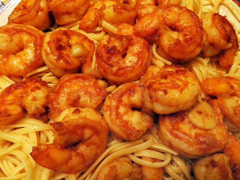 Pâtes de Chili Spiced Shrimp Served Over photos stock