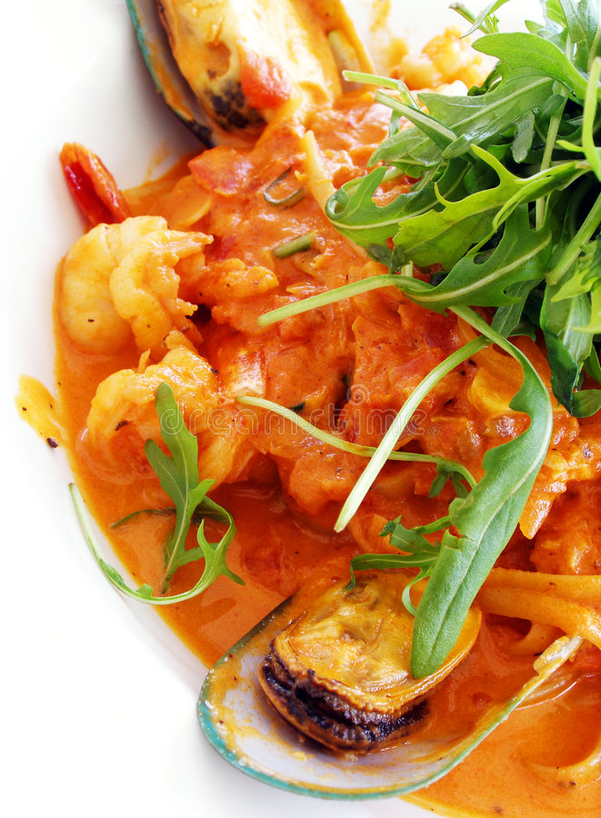 Pâtes de Linguine, tomate de fruits de mer photos libres de droits