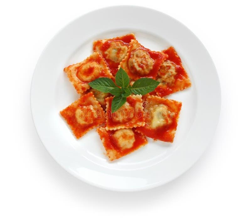 Pâtes de ravioli avec la sauce tomate, nourriture italienne images libres de droits