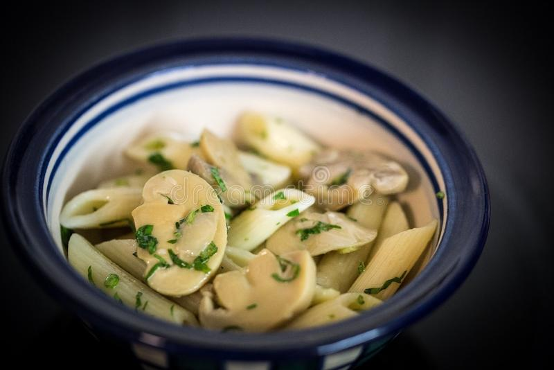 Pâtes et champignons de couche photo stock