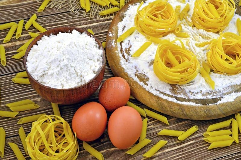 Pâtes et farine photo stock