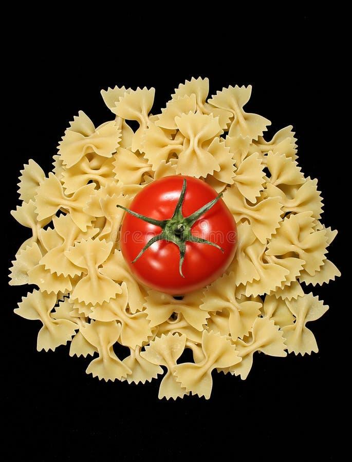 Pâtes et tomate image stock