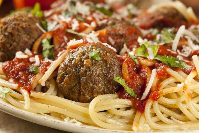 Pâtes faites maison de spaghetti et de boulettes de viande image libre de droits