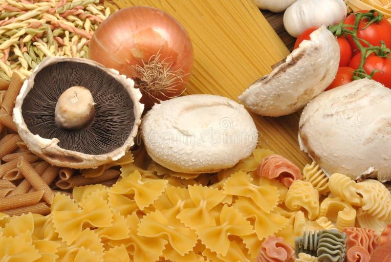 pâtes italiennes avec le légume organique frais images libres de droits