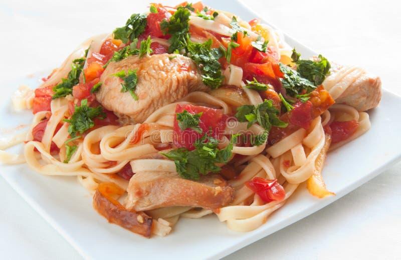 Pâtes italiennes avec les tomates et la viande photos libres de droits