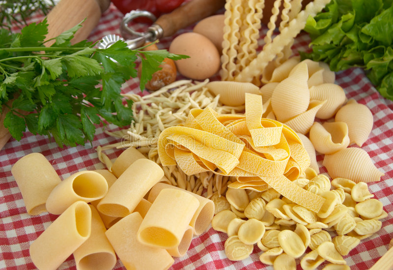 Pâtes, légumes, oeuf photo stock