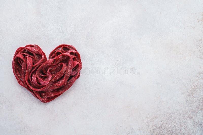 Pâtes saines de betteraves pour un dîner romantique de Saint-Valentin images libres de droits