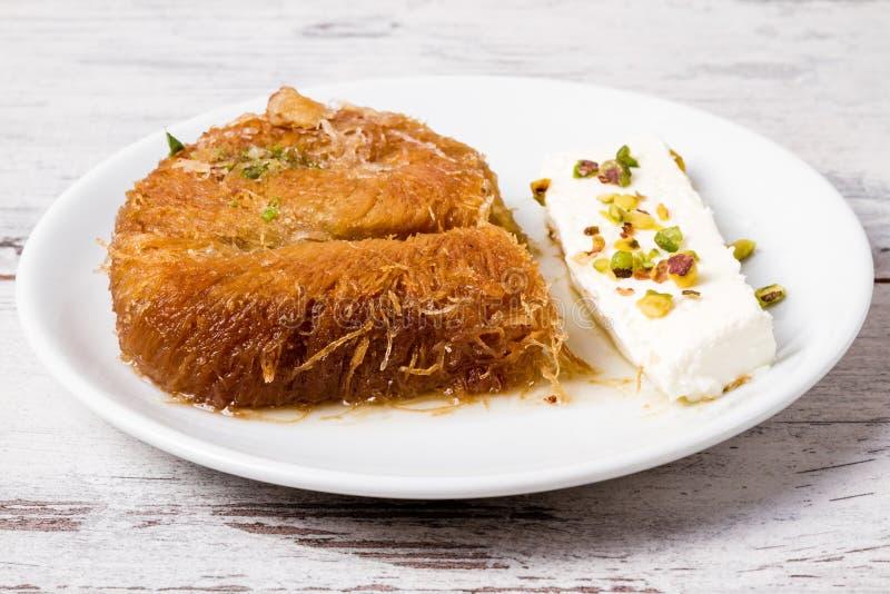 Pâtisserie crémeuse douce de style turc, Kadayif image stock