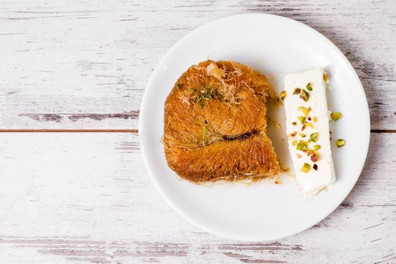 Pâtisserie crémeuse douce de style turc, Kadayif photos stock