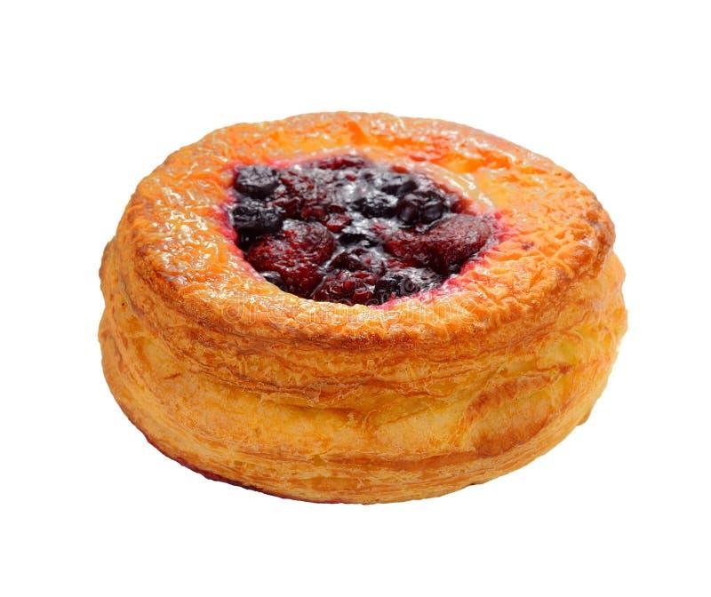 Pâtisserie danoise avec des fruits d'isolement sur le fond blanc photos libres de droits