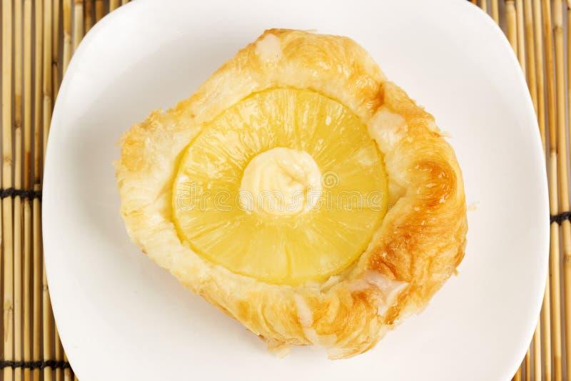 Pâtisserie danoise avec l'ananas photo libre de droits