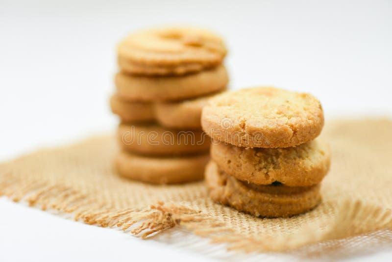 Pâtisserie de biscuits de beurre sur le sac sur le fond blanc image libre de droits