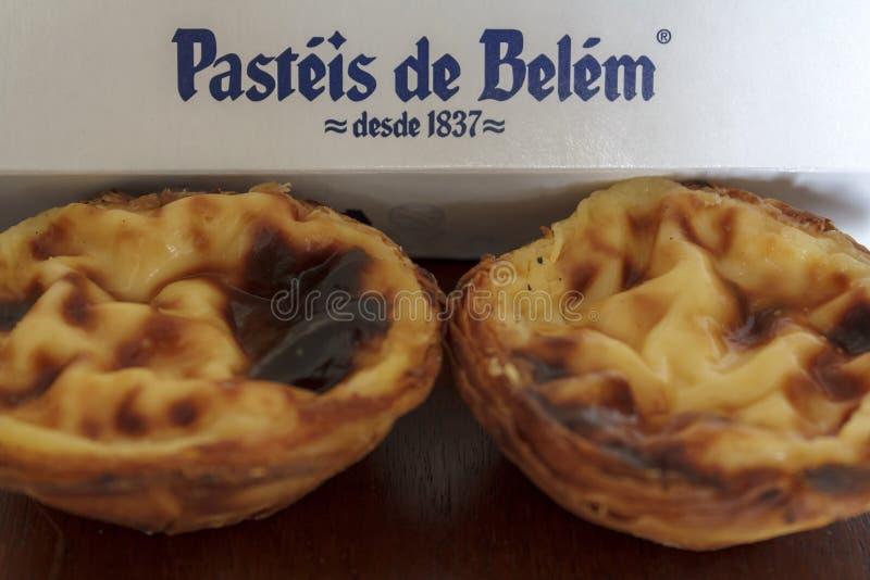 Pâtisserie portugaise traditionnelle du magasin de bakey le plus célèbre à Lisbonne - Pasteis De Belem images libres de droits