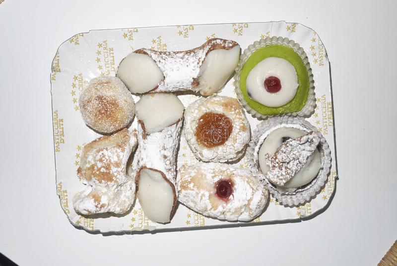 Pâtisserie sicilienne assortie images stock