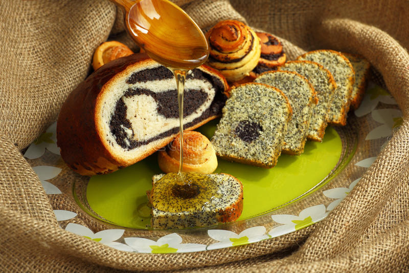 Download Pâtisseries avec le pavot photo stock. Image du closeup - 76075968
