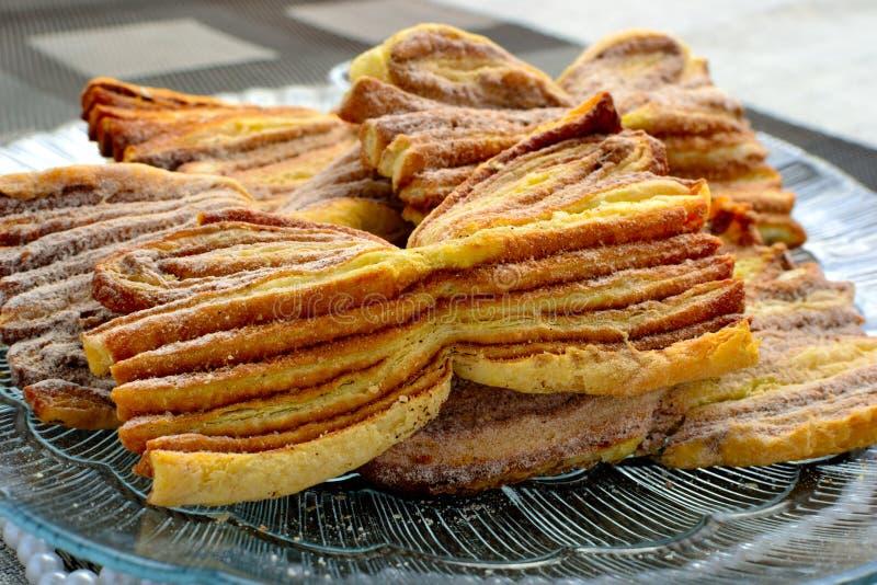 Pâtisseries faites maison avec de la cannelle photo libre de droits