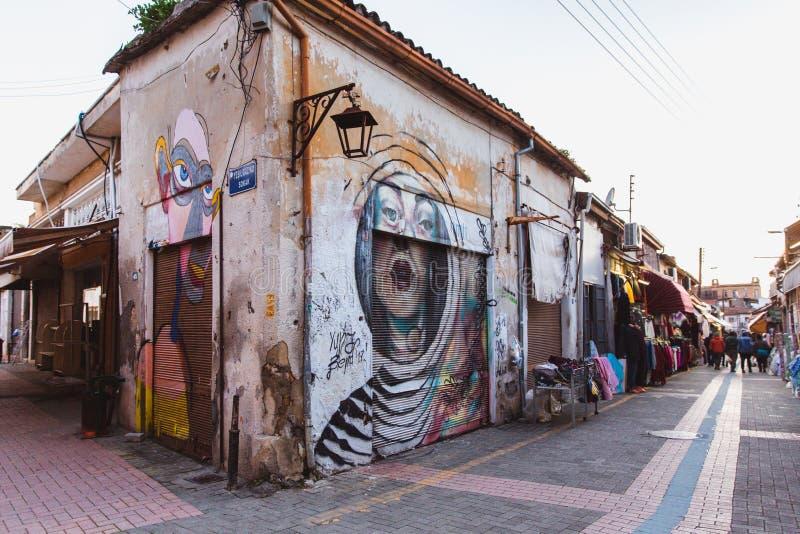 Północny Nikozja, Turecka republika Północny Cypr, Luty - 27, 2019: Kolorowa graffiti sztuki linia ulica izoluje wewnątrz zdjęcie stock