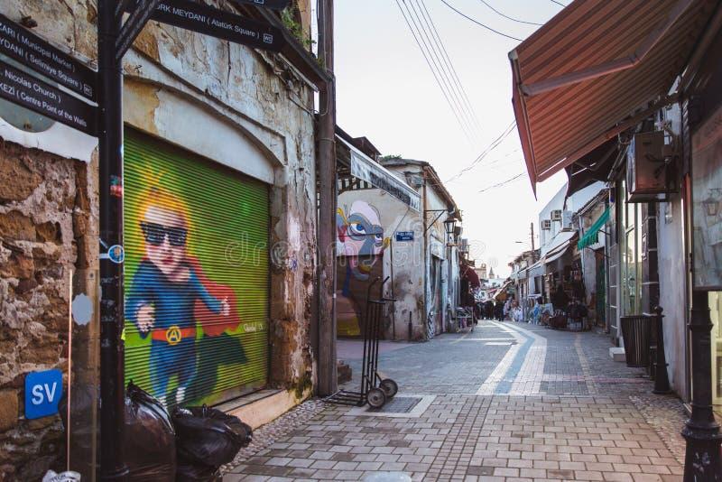 Północny Nikozja, Turecka republika Północny Cypr, Luty - 27, 2019: Kolorowa graffiti sztuki linia ulica izoluje wewnątrz fotografia stock