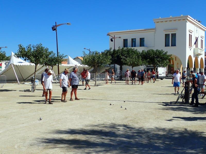 Pétanque-Match im Saintes-Maries-de-la-Mer, Frankreich lizenzfreie stockfotografie