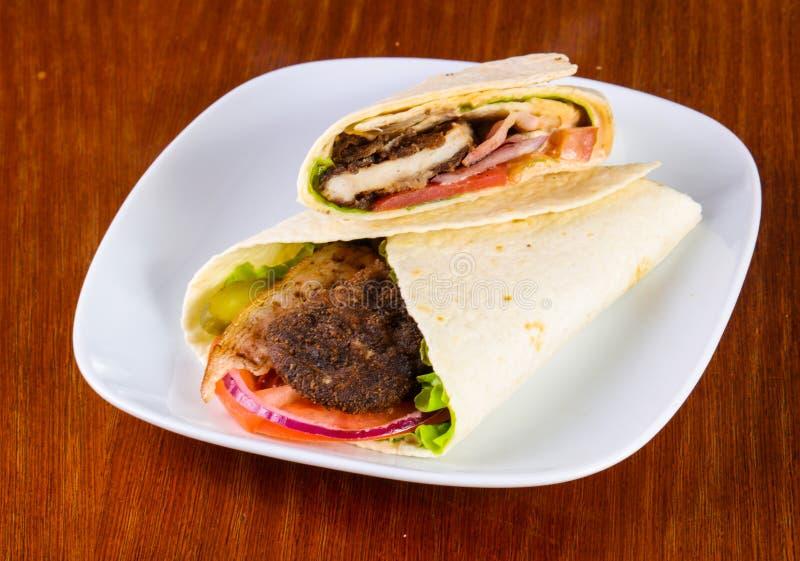 Pão árabe com carne imagens de stock royalty free