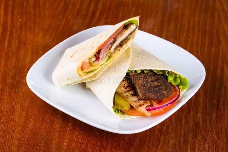 Pão árabe com carne fotografia de stock royalty free