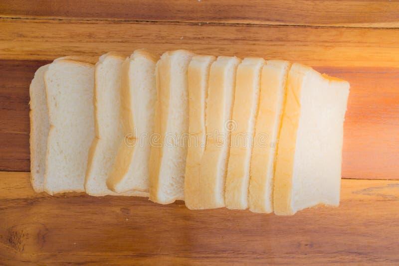 Pão branco cortado imagens de stock royalty free