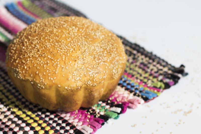 Pão caseiro com sesame-2 foto de stock royalty free