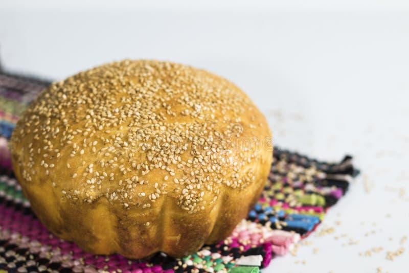 Pão caseiro com sesame-4 fotografia de stock