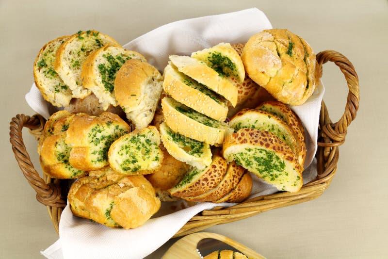 Pão caseiro do alho e da erva foto de stock