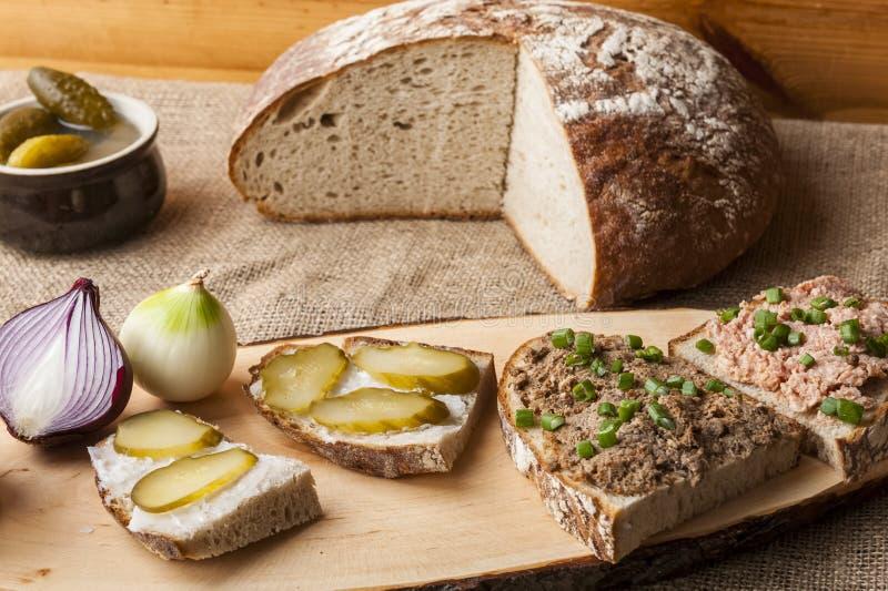 Pão com banha e pasta fotografia de stock royalty free