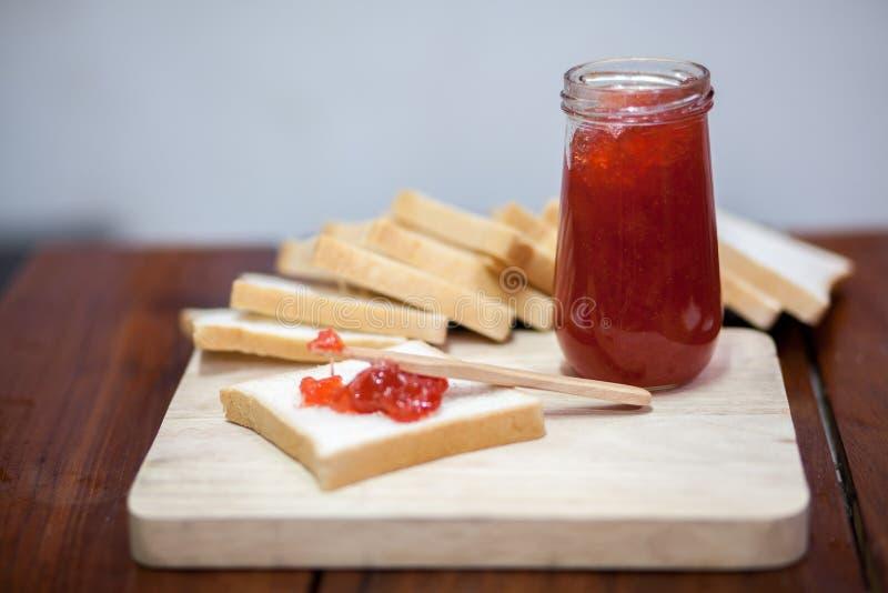 Pão com morango do doce imagens de stock