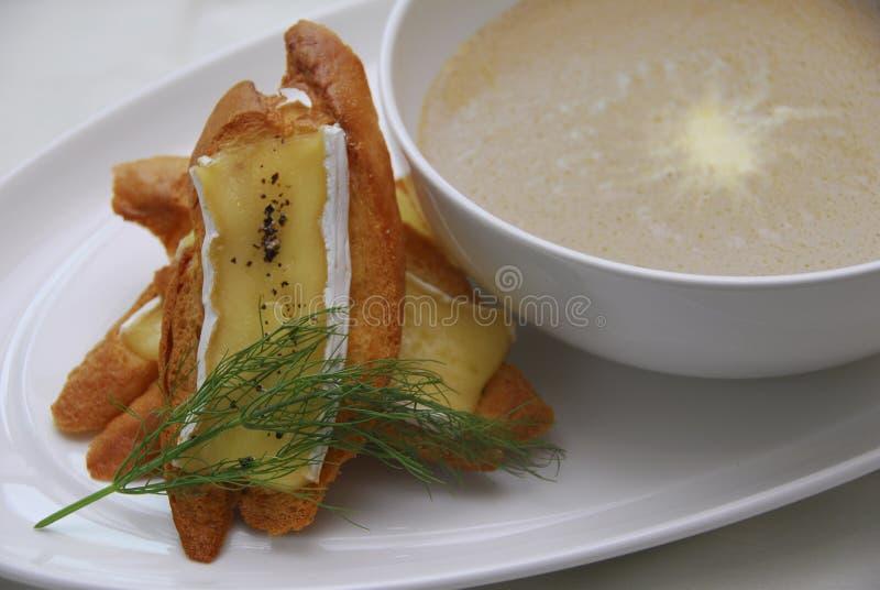 Pão com sopa de cogumelo fotografia de stock