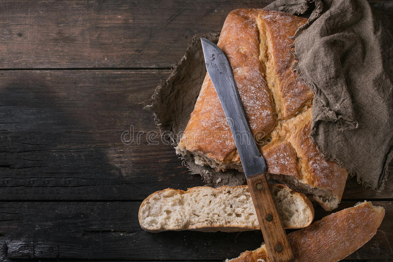 Pão cortado fresco foto de stock royalty free